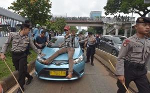 Indonesia, Malaysia tính chuyện quản và thu thuế Uber, Grab thế nào?