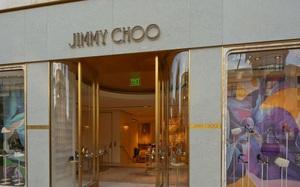 Thương hiệu giày dép xa xỉ Jimmy Choo rao bán mình