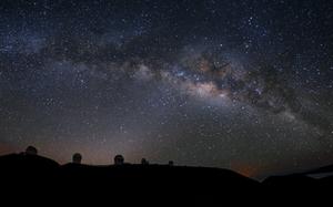 Xem xong đoạn video timelapse như thôi miên này, bạn sẽ không khỏi bất ngờ với vẻ đẹp của màn đêm và bầu trời sao trên ngọn núi cao nhất thế giới