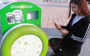 Cận cảnh thùng rác thông minh có thể sạc điện thoại bằng năng lượng mặt trời ở Đà Nẵng