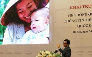 Nụ cười rạng rỡ của bà mẹ đội nón rách và y tế Việt Nam