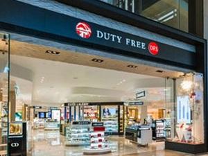 Du khách Trung Quốc tát nhân viên thu ngân vì làm mất thẻ tín dụng