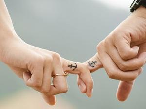 """10 điều khiến chúng ta """"phải lòng"""" nhau"""