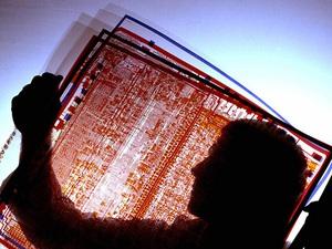 Làm thế nào hơn 40 năm trước con người tìm ra cách chế tạo chip máy tính vi mạch cực phức tạp chỉ nhỏ bằng đầu ngón tay?