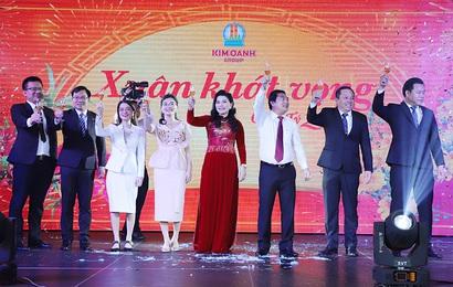 """1.000 nhân viên tham dự gala """"Xuân Khát Vọng"""" của Kim Oanh Group"""