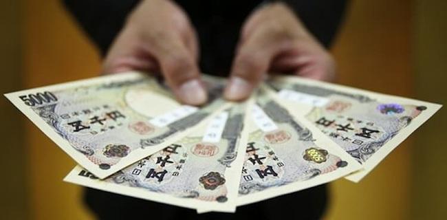 """Người Nhật cũng học người Việt, chuyển sang """"mê"""" tiền mặt"""