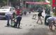 Đổ xe chở bia ở Vũng Tàu, người dân thi nhau chạy tới nhặt giúp tài xế
