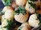 Dâu tây Bạch Tuyết: Đắt nhất thế giới, dân Việt mua ăn vặt