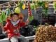 Chuỗi 200 siêu thị rau quả an toàn làm bà đỡ, bà mai cho nông dân như thế nào?