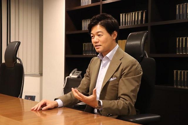 Luật sư trở thành tỷ phú nhờ cung cấp dịch vụ chữ ký điện tử trong đại dịch - Ảnh 1.