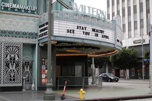 Các rạp hát trở thành miếng mồi ngon trong mùa COVID-19 - Ảnh 2.