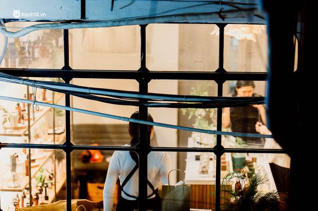 Cận cảnh chung cư Việt Nam lên báo Mỹ được khen nức nở: 1 tỷ đồng cho mỗi mét vuông, thiên đường cafe của giới trẻ Sài Gòn  - Ảnh 13.