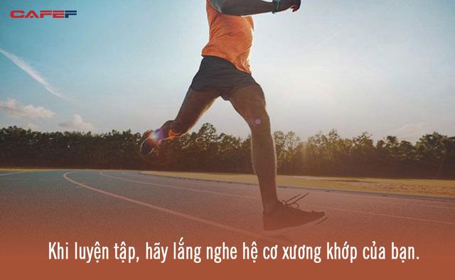 Chạy bộ rất tốt cho sức khỏe ở mọi lứa tuổi nhưng bác sĩ chuyên khoa nhấn mạnh 1 điều bất kỳ ai cũng phải chú ý khi tập môn thể thao này  - Ảnh 2.