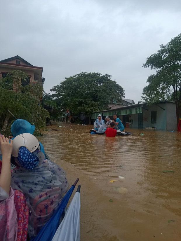 Những ngày sống giữa tâm lũ của sinh viên ngoại tỉnh tại Thừa Thiên Huế - Ảnh 1.