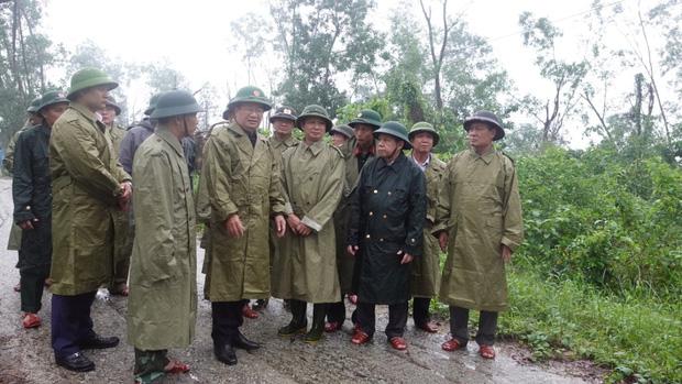 Vụ sạt lở Thủy điện Rào Trăng 3: Đang đưa 3 thi thể công nhân ra ngoài, chưa liên lạc được 13 chiến sĩ cứu hộ - Ảnh 11.