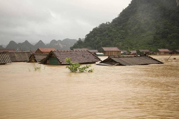 Sau 1 tiếng kêu gọi, ca sĩ Thuỷ Tiên quyên góp được 1 tỷ đồng, trực tiếp đến miền Trung cứu trợ người dân vùng lũ  - Ảnh 3.
