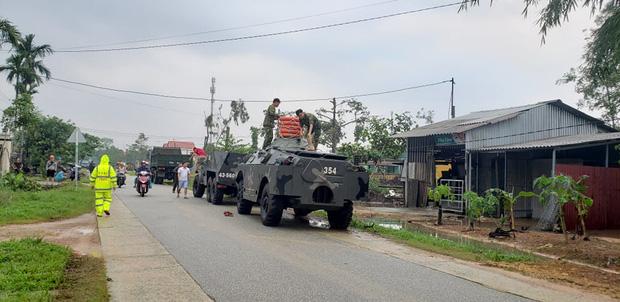 Vụ sạt lở Thủy điện Rào Trăng 3: Đang đưa 3 thi thể công nhân ra ngoài, chưa liên lạc được 13 chiến sĩ cứu hộ - Ảnh 5.