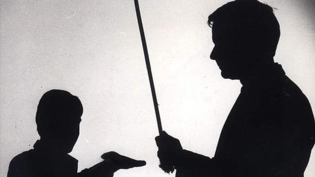 Hàn Quốc thông qua Dự luật cấm cha mẹ phạt đòn con cái - Ảnh 1.