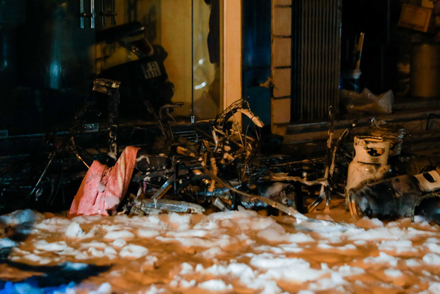 Cháy cơ sở kinh doanh ga ở Hà Nội, 5 người bị mắc kẹt bên trong  - Ảnh 5.