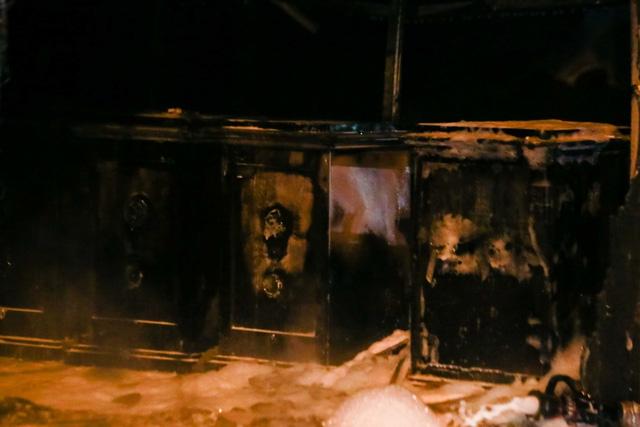 Cháy cơ sở kinh doanh ga ở Hà Nội, 5 người bị mắc kẹt bên trong  - Ảnh 7.