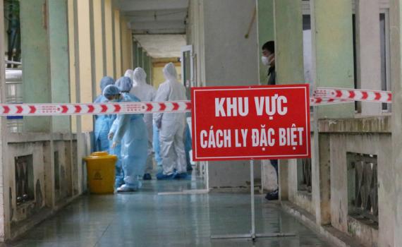 Bé trai 7 tháng tuổi cùng 7 người nhập cảnh khác mắc COVID-19, Việt Nam có 1.134 bệnh nhân - Ảnh 1.