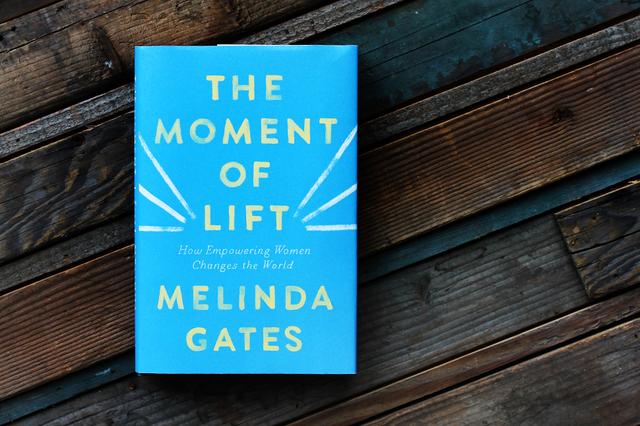 Chỉ có 4 cuốn sách được Bill Gates đánh giá 5 sao dù ông đọc rất nhiều: Những tác phẩm này có gì hay mà khiến vị tỷ phú này tâm đắc đến vậy?  - Ảnh 4.