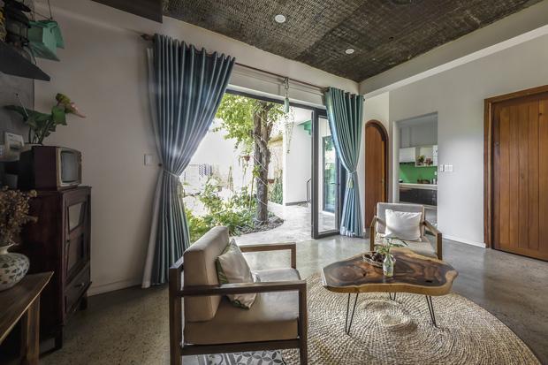 Ngôi nhà 125m2 đẹp như resort của cặp đôi yêu nhau từ cấp ba, đầu tư 2 tỷ với thiết kế đưa gió vào mọi ngóc ngách - Ảnh 7.