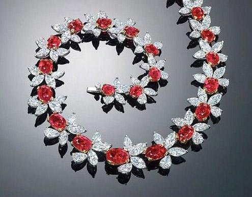 Bó hoa nửa tỷ, bông tai trăm tỷ và loạt quà tặng 20/10 đảm bảo làm nức lòng chị em - Ảnh 6.