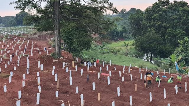 Nghĩa trang Indonesia kín chỗ vì Covid-19 - Ảnh 1.