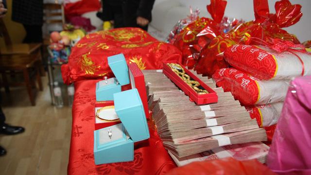 Nạn thách cưới giá trên trời gây nhức nhối tại Trung Quốc: Khuynh gia bại sản, nợ nần chồng chất  - Ảnh 2.