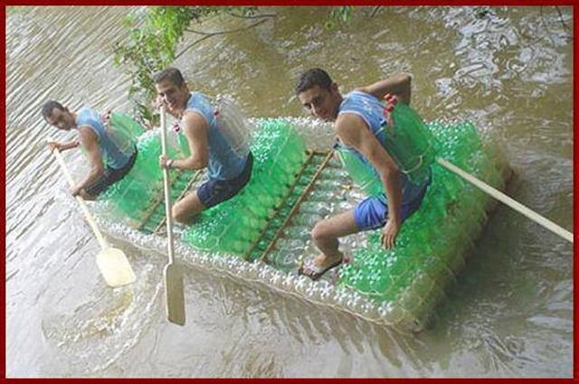 Sáng chế áo phao, bè nổi tái chế làm từ chai nhựa hot trở lại mùa mưa lũ: Giải pháp nhanh, ít tốn kém cho bà con miền Trung  - Ảnh 2.