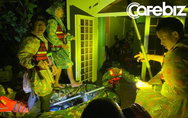 Biệt đội cano 0 đồng – Những người hùng thầm lặng ở 'rốn lũ' miền Trung
