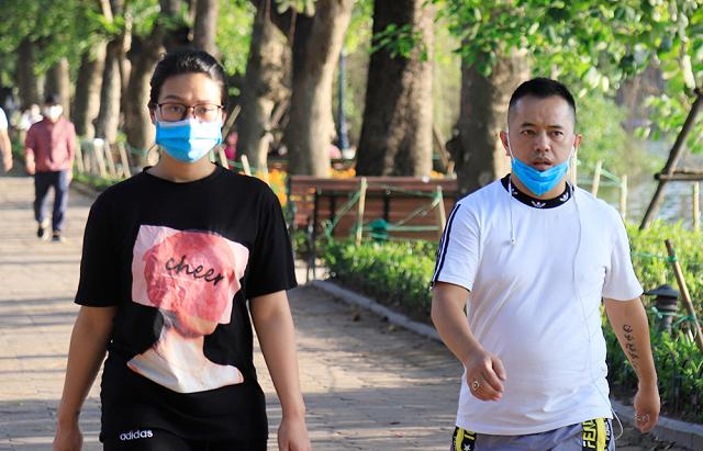 Sở Y tế Hà Nội đề xuất phạt nguội người không đeo khẩu trang - Ảnh 1.