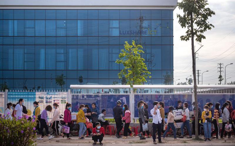 Xe máy đời mới, xế hộp và cú đổi đời ngoạn mục tại những vùng nông thôn nghèo ở Việt Nam nhờ chuỗi cung ứng toàn cầu dịch chuyển