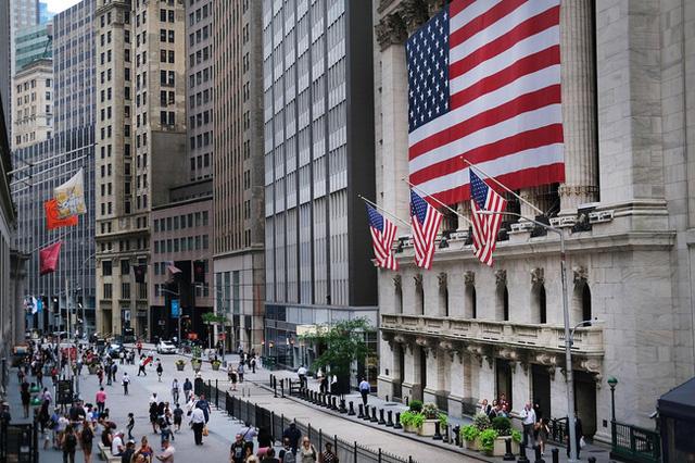 Nền kinh tế Mỹ tiếp tục phục hồi với tốc độ khiêm tốn - Ảnh 2.