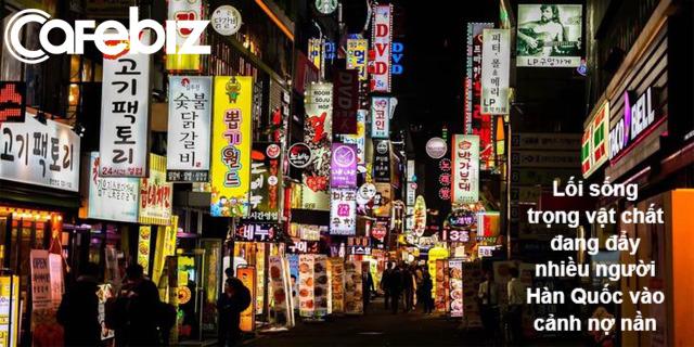 Câu chuyện đau thương đằng sau những quán gà Hàn Quốc: Đời sống vật chất và trọng hình thức đang tàn phá cả nền kinh tế lẫn xã hội - Ảnh 3.