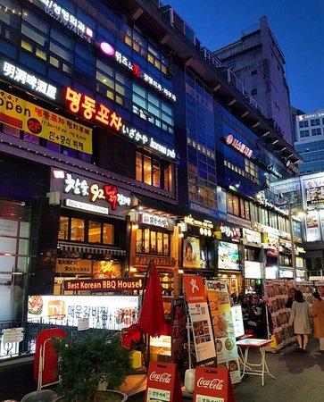 Câu chuyện đau thương đằng sau những quán gà Hàn Quốc: Đời sống vật chất và trọng hình thức đang tàn phá cả nền kinh tế lẫn xã hội - Ảnh 4.