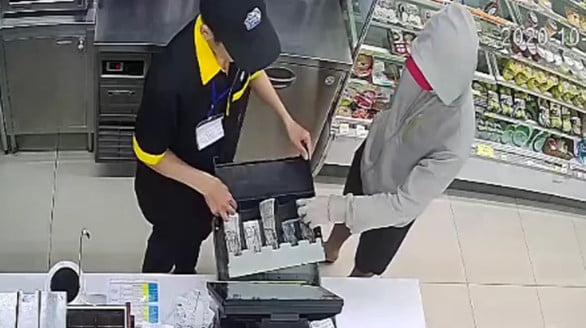 Bắt nam thanh niên 23 tuổi cướp cửa hàng tiện lợi Mini Stop ở Sài Gòn - Ảnh 2.