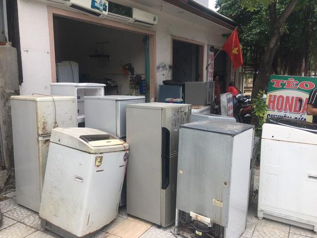 Máy giặt, tủ lạnh bị lũ ngâm, bà con để tui sấy sửa miễn phí cho - Ảnh 2.