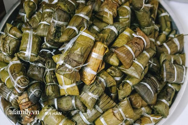 Người miền Tây tập hợp nhau tự sáng tạo loại bánh mới dễ bảo quản, có thể tích trữ được nhiều ngày để gửi về miền Trung, mới 12 tiếng đã thần tốc gói 5.000 chiếc!  - Ảnh 16.