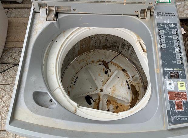 Máy giặt, tủ lạnh bị lũ ngâm, bà con để tui sấy sửa miễn phí cho - Ảnh 4.