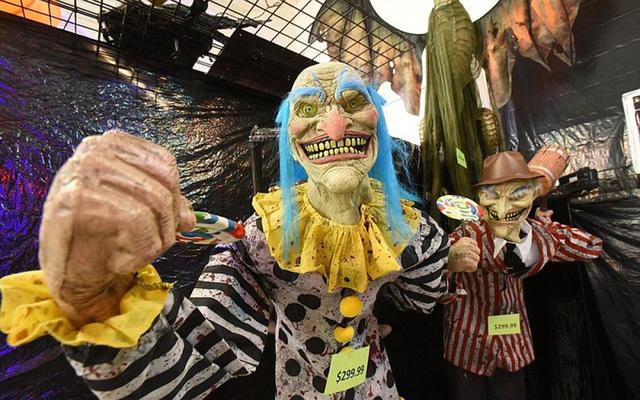 Thị trường đồ hóa trang Halloween 2020 sôi động bất chấp COVID-19 - Ảnh 1.