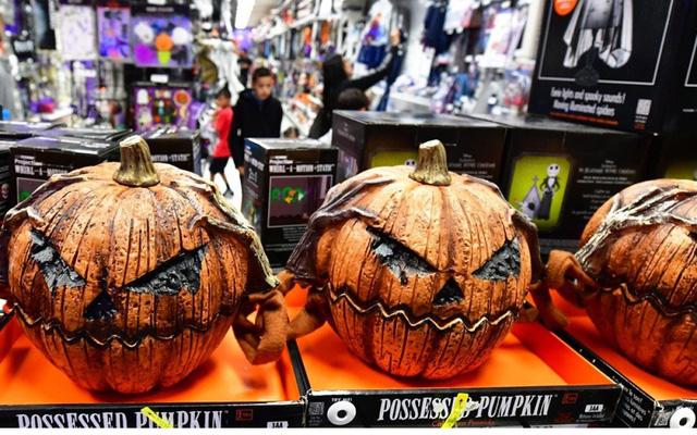 Thị trường đồ hóa trang Halloween 2020 sôi động bất chấp COVID-19 - Ảnh 7.