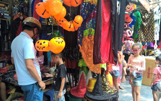 Thị trường đồ hóa trang Halloween 2020 sôi động bất chấp COVID-19 - Ảnh 9.