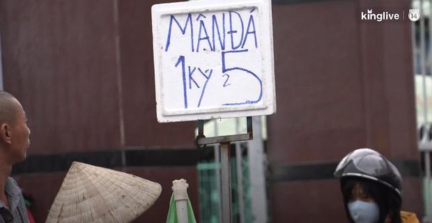 """Clip: Tuyệt chiêu sử dụng số """"tàng hình"""" trên biển quảng cáo của những người bán hàng ở Sài Gòn - Ảnh 3."""