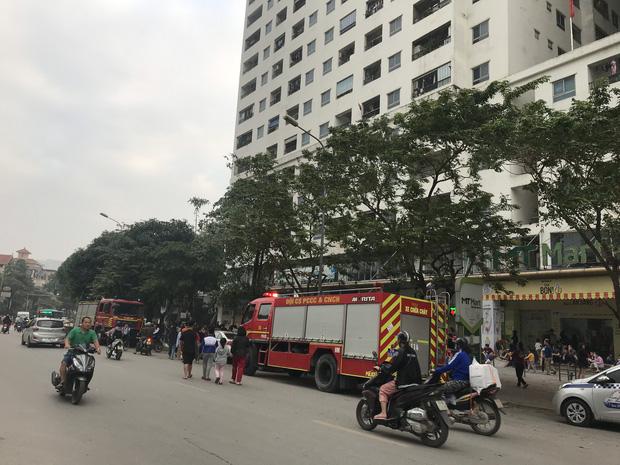 Hà Nội: Cháy lớn tại chung cư HH Linh Đàm, hàng nghìn người hoảng sợ tháo chạy vào sáng sớm - Ảnh 2.