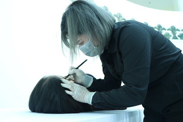 Cô gái làm nghề trang điểm tử thi: Tôi vái lạy khách 3 lần trước khi bắt đầu - Ảnh 2.
