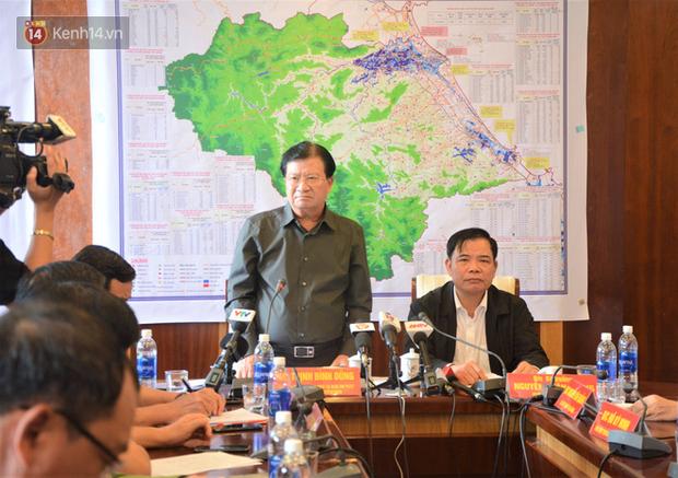 Phó thủ tướng Trịnh Đình Dũng: Bão số 9 mạnh và nguy hiểm nhất 20 năm trở lại đây tại miền Trung, tuyệt đối không được chủ quan - Ảnh 1.