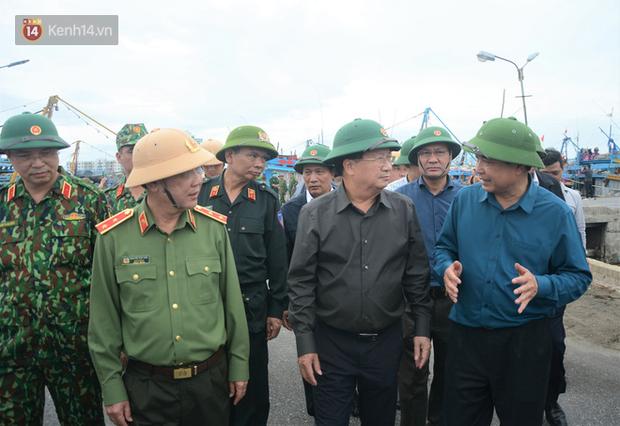 Phó thủ tướng Trịnh Đình Dũng: Bão số 9 mạnh và nguy hiểm nhất 20 năm trở lại đây tại miền Trung, tuyệt đối không được chủ quan - Ảnh 2.
