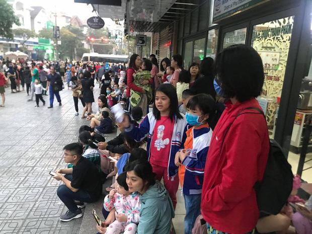 Hà Nội: Cháy lớn tại chung cư HH Linh Đàm, hàng nghìn người hoảng sợ tháo chạy vào sáng sớm - Ảnh 12.